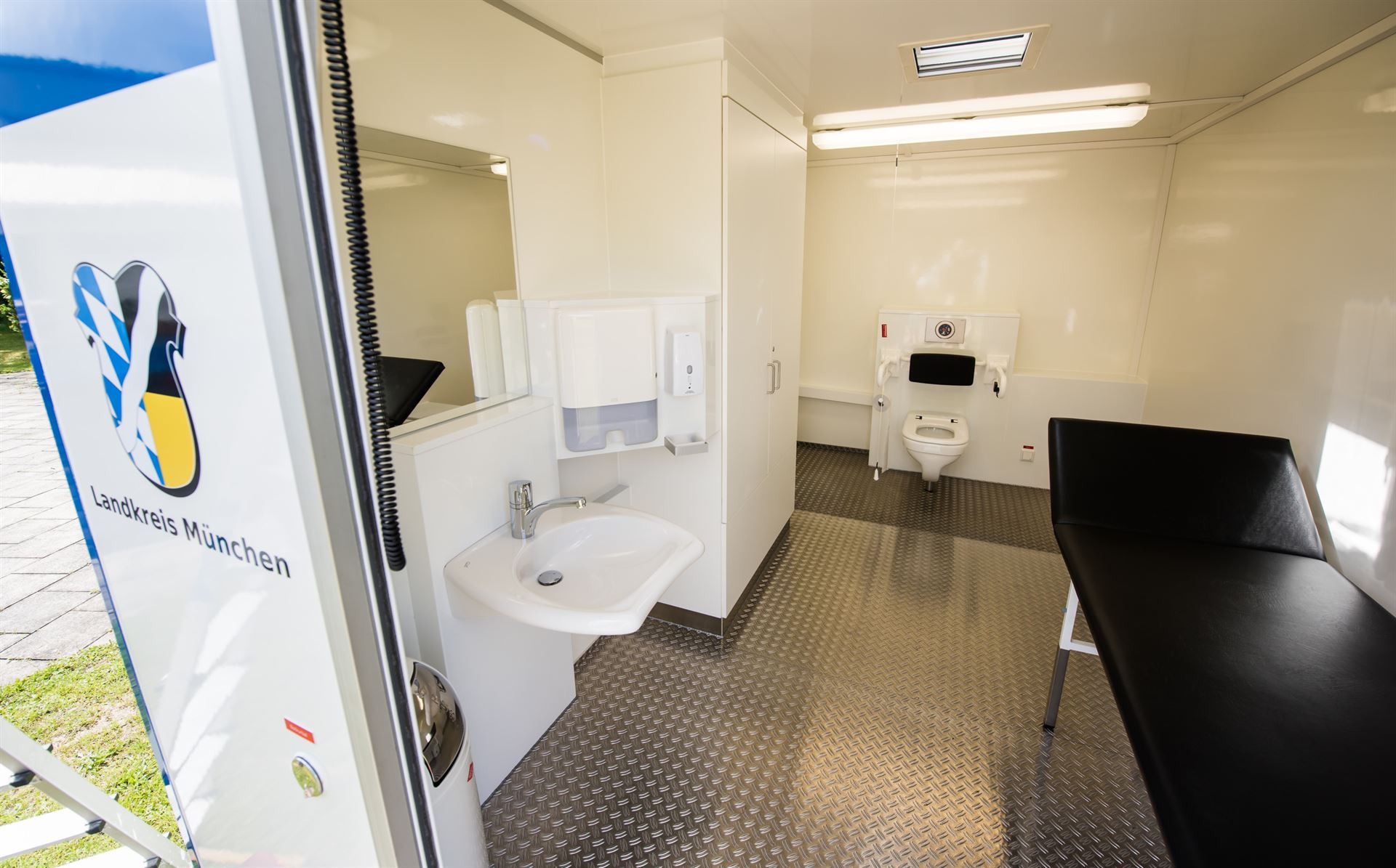 mobile toilette f r alle. Black Bedroom Furniture Sets. Home Design Ideas